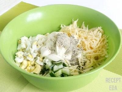 салат с огурцами и сыром с яйцом