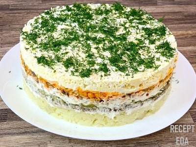 салат со шпротами слоеный с огурцом