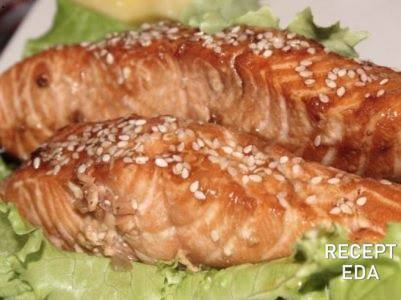 семга с кунжутом в медово соевом соусе