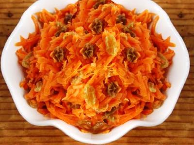 Сладкий салат из моркови с изюмом