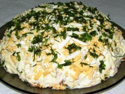 слоеный салат со шпротами слоями