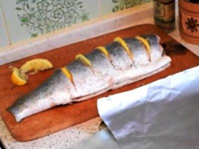 лосось в духовке целиком