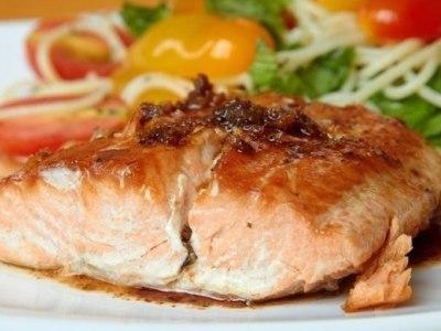 стейк белой рыбы в фольге в духовке