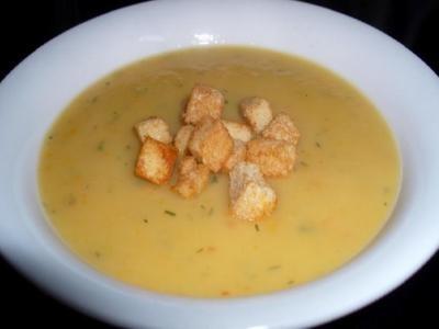 суп пюре картофеля лука с молоком и гренками