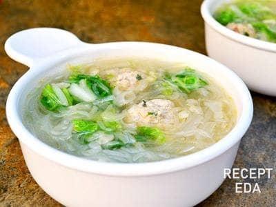 Овощной суп с мясными фрикадельками и капустой