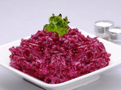 Салат из свеклы с майонезом, с сыром и чесноком