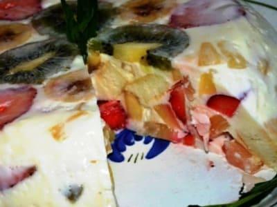 торт битое стекло с бисквитом и фруктами