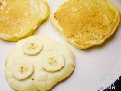 творожные оладушки с бананом