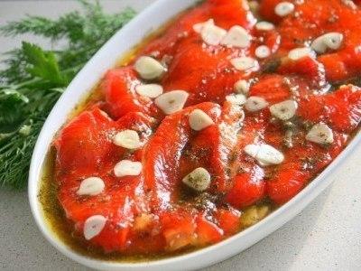 Холодная закуска из маринованного болгарского перца с чесноком