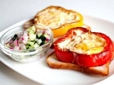Яичница в болгарском перце: рецепт перец с яйцом на сковороде