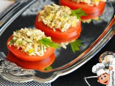 Закуска из свежих помидоров с сыром и орехами