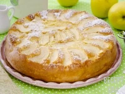 заливной пирог с яблоками на молоке
