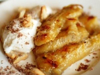 Десерт мороженоесбананом. Запеченные бананыс мороженым