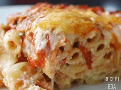запеканка из макарон с колбасой на сковороде