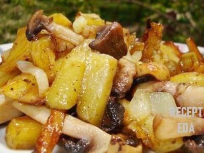жареная картошка с луком и грибами